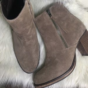 Le Chateau suede leather booties